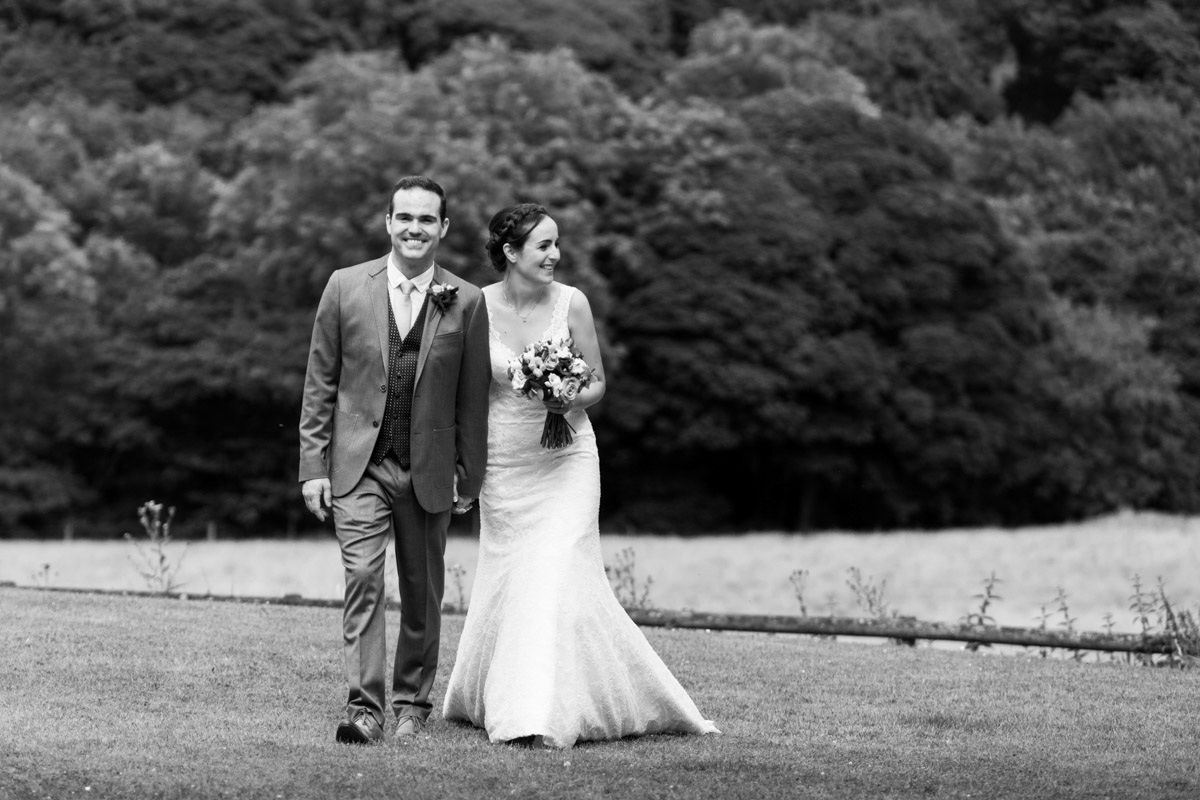 lovely relaxed wedding photo kent